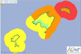 Chubascos, bajada de temperaturas y alerta roja por viento en Baleares