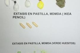 Incautan bolsitas de éxtasis y cocaína entre los pechos de una mujer en el Marítimo de Palma