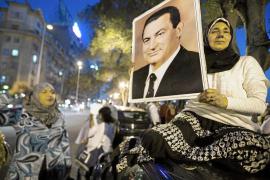 La comisión que investiga a Mubarak le acusa de complicidad en 846 muertes