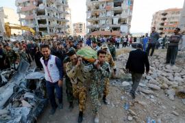 Irán deja de buscar bajo los escombros del terremoto