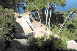 Demolidos dos de los cuatro chalets ilegales construidos en Llucalcari
