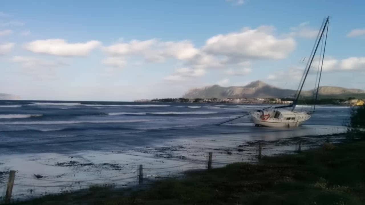 Incidentes en Pollença y en su bahía por el temporal de viento