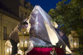 La lluvia obliga a suspender procesiones del Jueves Santo en buena parte de España