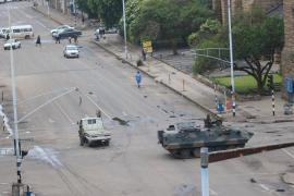 El Ejército de Zimbabue toma el poder y confina en casa a Mugabe
