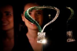 Un collar con el diamante blanco más grande del mundo alcanza un precio récord de más de 28 millones de euros
