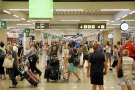Las aerolíneas apoyan la petición del Govern de vetar el alcohol en los vuelos