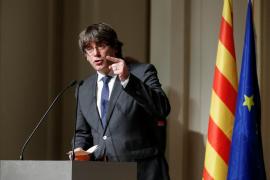 Puigdemont se rodea de exconsellers e independientes en su lista para el 21D