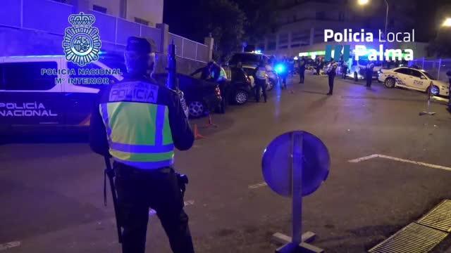 Policía Nacional y Policía Local velan por la seguridad ciudadana en zonas de ocio nocturno de Palma