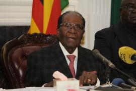 El presidente de Zimbabue cede a las presiones del Ejécito y dimite una semana después