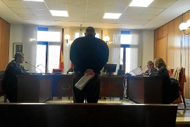 Condenado a medio año de cárcel por robar un jamón en un supermercado de Santa Ponça