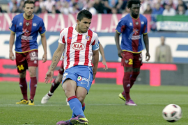 Agüero afianza al Atlético en zona europea