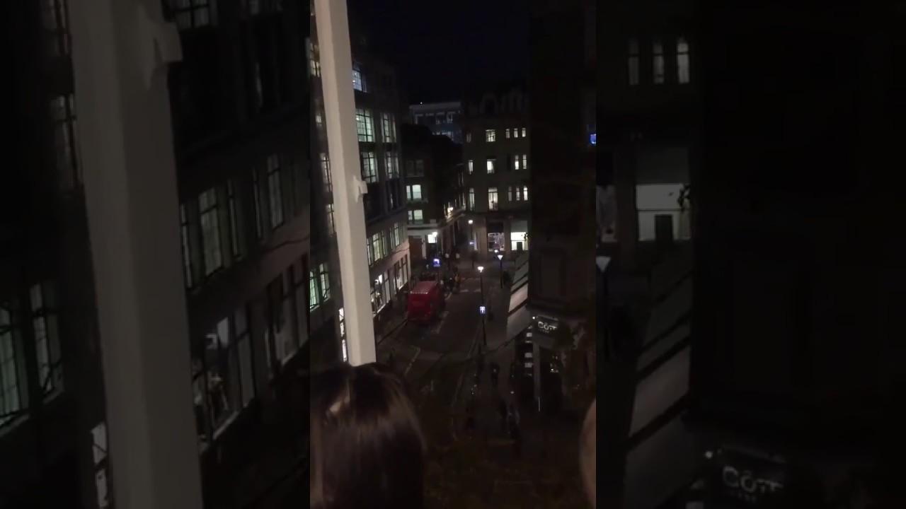 Policía alerta de un tiroteo en la estación de metro de Oxford Circus en Londres