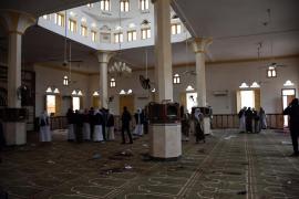 Se eleva a 305 el número de muertos en la masacre contra una mezquita en el Sinaí egipcio
