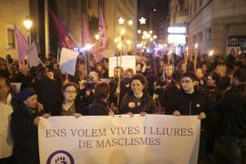 Alrededor de mil personas marchan en Palma contra la violencia machista