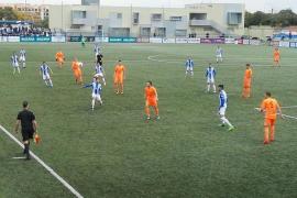 El Atlético Baleares vuelve a tropezar en casa y se acerca al abismo