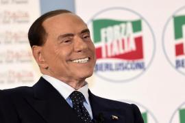 Berlusconi, irreconocible, dice que se siente como a los 40 años