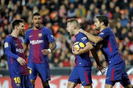 Valencia y Barcelona empatan en un vibrante duelo no exento de polémica