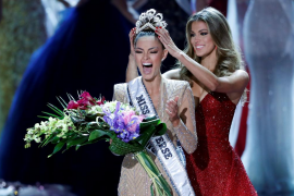 La sudafricana Demi-Leigh Nel-Peters es coronada como nueva Miss Universo