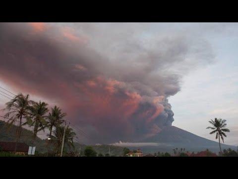 Evacuadas 100.000 personas por la erupción del volcán Agung en Bali