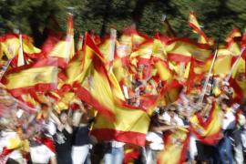 Vienen nuevos tiempos para todos: Madrid está inundado de banderas rojigualdas