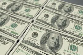 Un ciudadano entrega 6.000 dólares perdidos por una turista en Málaga
