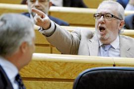 Rojo abronca a los senadores de PP y PSOE tras enzarzarse en el pleno