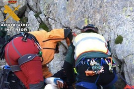 La Guardia Civil rescata a dos montañeros catalanes que querían colocar una estelada en el Pirineo de Huesca