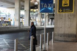 Taxistas de diferentes asociaciones se suman al paro convocado por la patronal