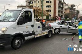 Un conductor resulta herido al volcar su coche en Palma