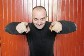 Citan como investigado al actor Toni Albà por injurias a la juez Lamela en Twitter