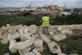 Derriban un muro del poblado de Son Banya como paso previo al derribo