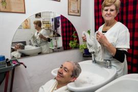 La peluquería Carmen echa el cierre (Fotos: Marcelo Sastre).