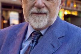 El ensayista y filólogo mallorquín Carlos García Gual ocupará la silla 'J' de la RAE