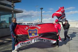 Formentera recibe a sus ídolos futbolísticos como héroes