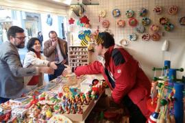 Noguera apoya a los belenistas y recomienda hacer las compras de Navidad en el pequeño comercio