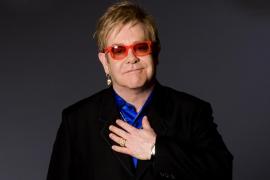 Elton John, «conmocionado» por el fallecimiento de su madre