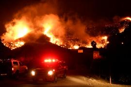 El incendio producido en California se encuentra «fuera de control» y obliga a miles de evacuaciones
