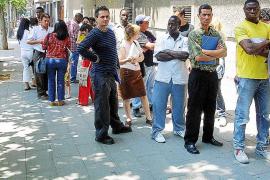 El número de extranjeros que logra la nacionalidad española aumenta un 60 %