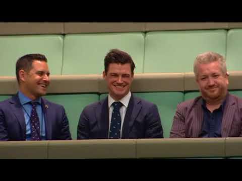 Un diputado pide matrimonio a su novio en el Parlamento Australiano