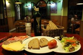 El pan moreno y los tomates de 'ramellet' son los productos baleares más consumidos por las familias con hijos