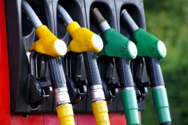 La gasolina baja un 0,08 % en la última semana y el gasóleo se mantiene