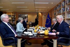 Juncker y May cierran un acuerdo sobre las prioridades del Brexit