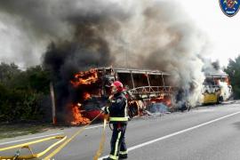 Arde otro autobús de pasajeros en la carretera que une Campos y la Colonia