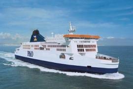 Un ferry con 200 pasajeros encalla en el puerto de Calais por el temporal