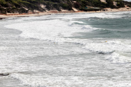 Alerta naranja en las Pitiusas por fuertes rachas de viento y olas (Fotos: D. Espinosa / M. Sastre).