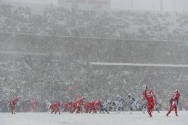 El choque entre los Colts y los Bills deja espectaculares imágenes gracias a la nieve