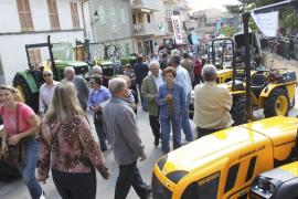Ríos de gente llenan Sineu, Costitx, Muro, ses Salines y Estellencs en las populares Fires