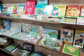 Los comercios de Baleares que vendan juegos y juguetes en catalán estarán identificados con una pegatina en su exterior