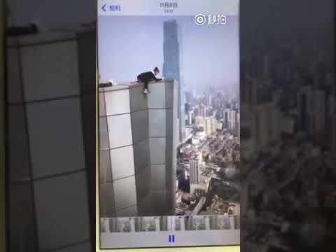 Un youtuber acróbata graba su muerte al caer de un rascacielos