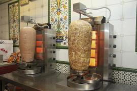 El Parlamento Europeo no frena el uso de aditivos en la carne de kebab por un escaso margen